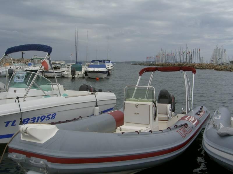 ou acheter d occasion un bateau semi rigide moteur joker boat clubman 21 dans le var bat sud. Black Bedroom Furniture Sets. Home Design Ideas